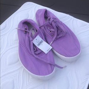 FREE CITY NEW SNEAKER 👟 IN LILAC FROM GAP 6US